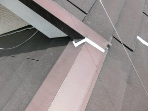 屋根板金部のコーキング補修工事